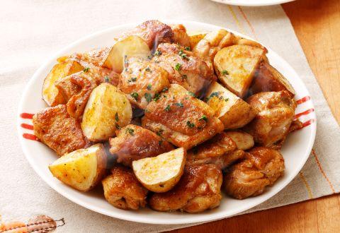 いつもの食材で絶品♪じゃがいもと鶏肉を使ったおかずレシピ4選のサムネイル画像