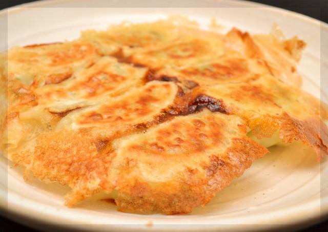 おうちでもできる!パリッと美味しい憧れの羽根つき餃子の作り方♡のサムネイル画像