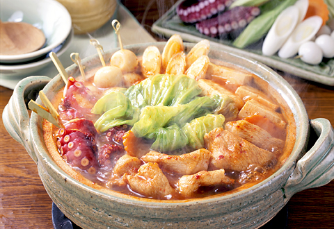 心も体もほっかほか♪豚肉とキャベツを使った絶品鍋の人気レシピ特集のサムネイル画像