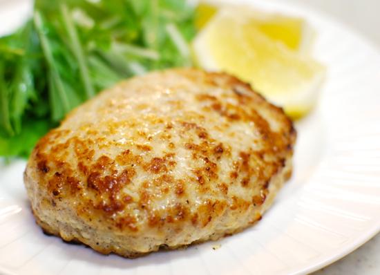 とりひき肉であっさり美味しいハンバーグを!おすすめレシピ5選のサムネイル画像