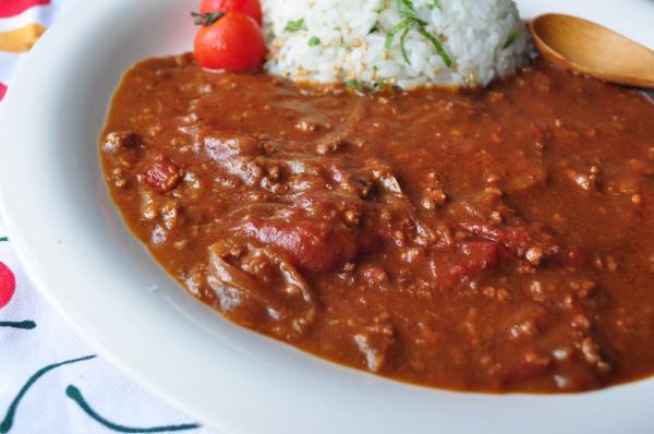 太陽の恵み!みんな大好きトマトカレー、レシピを一挙15種紹介!のサムネイル画像