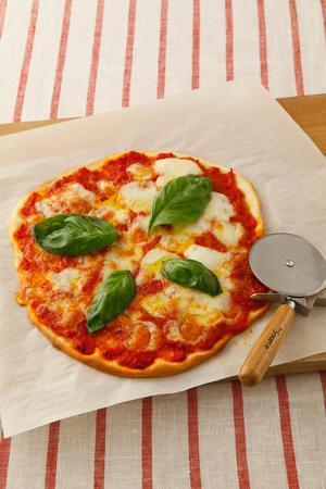 ご家庭で本格の味を堪能♪簡単絶品ピザ・マルゲリータのレシピまとめのサムネイル画像