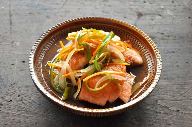 今夜の夕食のメニューに!今美味しくて人気の鮭の南蛮漬けレシピ5選のサムネイル画像