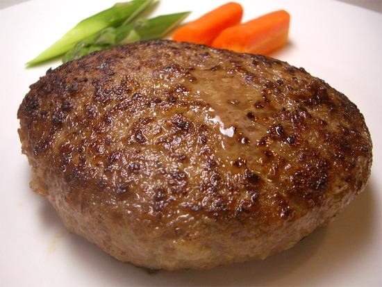 必見!これを見れば絶対美味しくなる!ハンバーグのコツ7つご紹介!のサムネイル画像