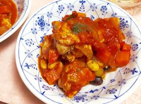 鶏とトマトの共演♪鮮やかに煮込まれた鶏の各部位を使ったトマト煮のサムネイル画像