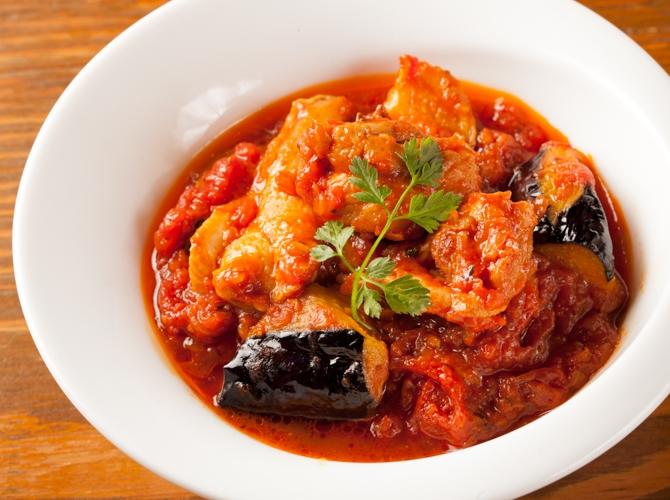 あると便利!ストック食材トマト缶を使った鶏肉の煮込み料理をご紹介のサムネイル画像