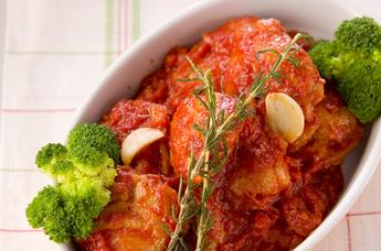 美味しさたっぷり大満足♪絶品チキンのトマト煮込みレシピまとめのサムネイル画像