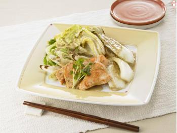 紅白の美しい料理。鮭と白菜を使ったこだわりのレシピをご覧くださいのサムネイル画像