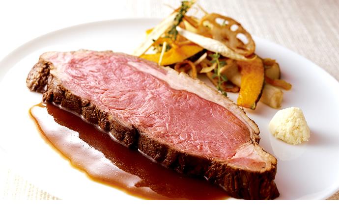 オーブンがなくても大丈夫!肉汁たっぷりのローストビーフを作ろう!のサムネイル画像