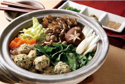 大事な栄養素がいっぱい!小松菜を使った鍋の人気レシピ特集!のサムネイル画像