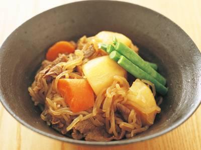 ほっこりあたたかい家庭の味♪糸こんにゃくを使った肉じゃがレシピのサムネイル画像
