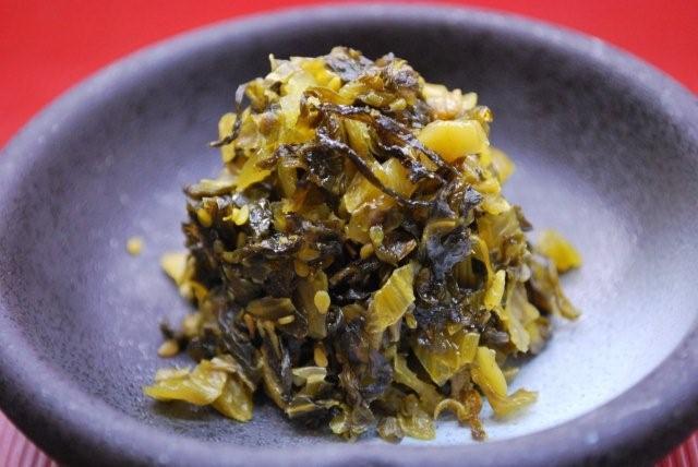 シャキシャキおいしい☆省スペースでも可能な「高菜の漬け方」のサムネイル画像