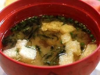 具材たっぷり栄養満点!毎日の食卓に欠かせない味噌汁のレシピ5選のサムネイル画像