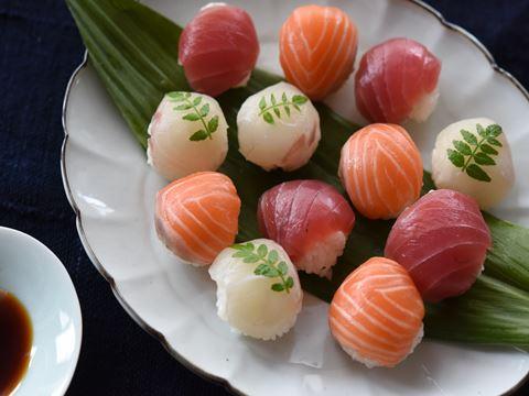 母の日やひなまつりにぴったり!お洒落なお寿司の食べ方レシピ5選のサムネイル画像