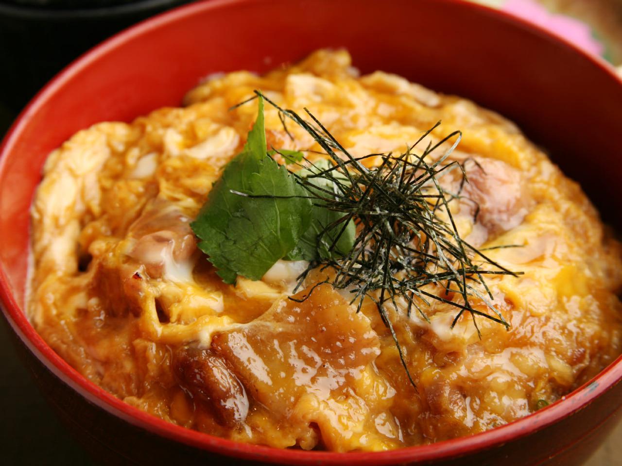 鶏がら?和風?だしで変わる、いろんな風味の親子丼のレシピ5選のサムネイル画像