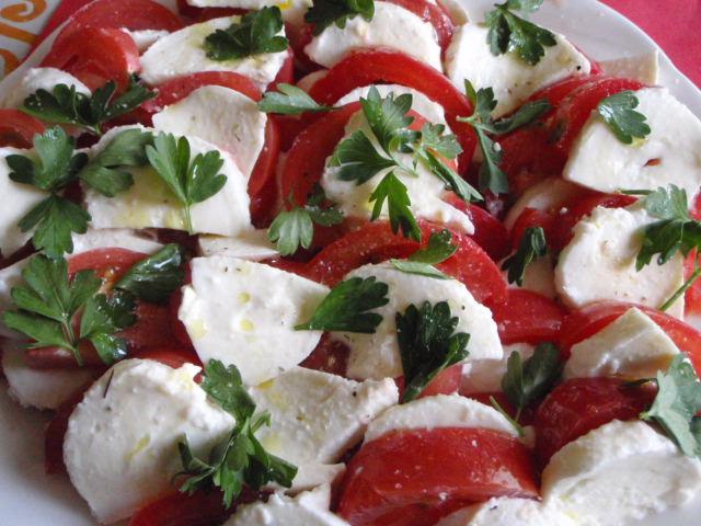 イタリアンの定番!モッツァレラとトマトの素敵なマリアージュ!のサムネイル画像