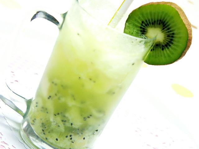 とってもオシャレで美味しいキウイフルーツジュースのレシピ!のサムネイル画像