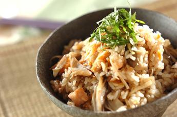 鮭の香ばしさがたまらない!鮭の炊き込みご飯の人気レシピ5選♪のサムネイル画像