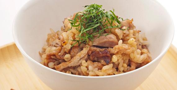 ご飯をもっとおいしく!!鶏肉を使った炊き込みご飯のレシピ5選!のサムネイル画像