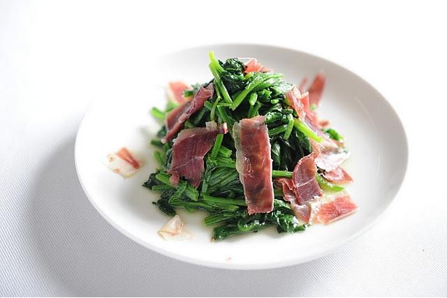 鉄分豊富!!ほうれん草をおいしく食べられるソテーのレシピ5選!のサムネイル画像