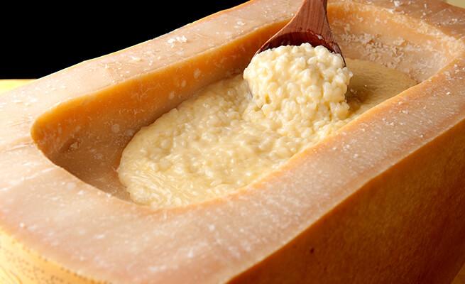 アツアツ、チーズがとろ~り! 絶品チーズリゾットのレシピ集のサムネイル画像