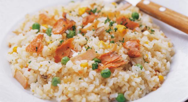 炊飯器でピラフを作ろう♪炊くだけで簡単でおいしいレシピ!6選のサムネイル画像