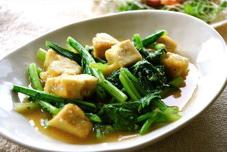 小松菜を使った簡単なレシピ紹介!炒め物やパスタなどにも!のサムネイル画像