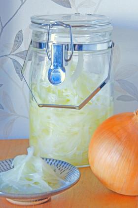 【常備菜】漬けとくだけで使い方満載!玉ねぎの酢漬けのススメのサムネイル画像