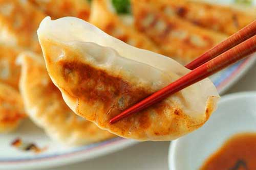 食べ過ぎ注意!ジューシーで旨い!キャベツたっぷり餃子のレシピ3選のサムネイル画像