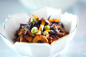手軽に鉄分補給!定番からアレンジまで美味しいひじきの煮物レシピのサムネイル画像