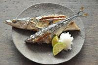 こんなにおいしく秋刀魚の塩焼きができる!下ごしらえから食べ方までのサムネイル画像