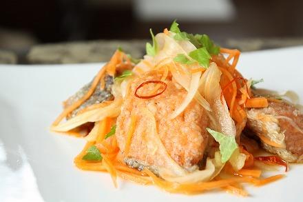 さっぱり美味しい♪鮭の南蛮漬けのおすすめレシピをご紹介♪のサムネイル画像