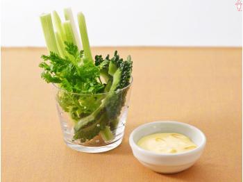 さっぱり・しゃっきり美味しいおすすめセロリサラダレシピ【5選】のサムネイル画像