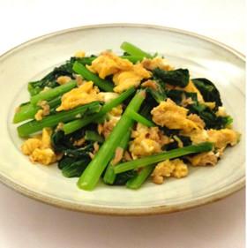 お手軽に作れて栄養満点!小松菜と卵を使った人気の炒めレシピ5選のサムネイル画像