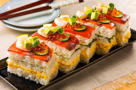 専用の型が無くても作れる!おもてなしにおすすめの押し寿司レシピのサムネイル画像
