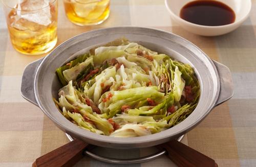心も体もぽっかぽか!キャベツと豚バラを使った絶品鍋の人気レシピ!のサムネイル画像