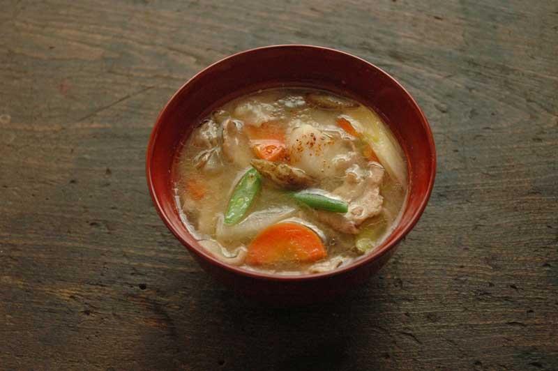 鮭を使ったお味噌汁!?意外なレシピですがご飯が進みます♪のサムネイル画像