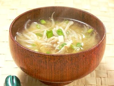 安くてうまい!朝食にもってこい!簡単もやしのお味噌汁5選のサムネイル画像