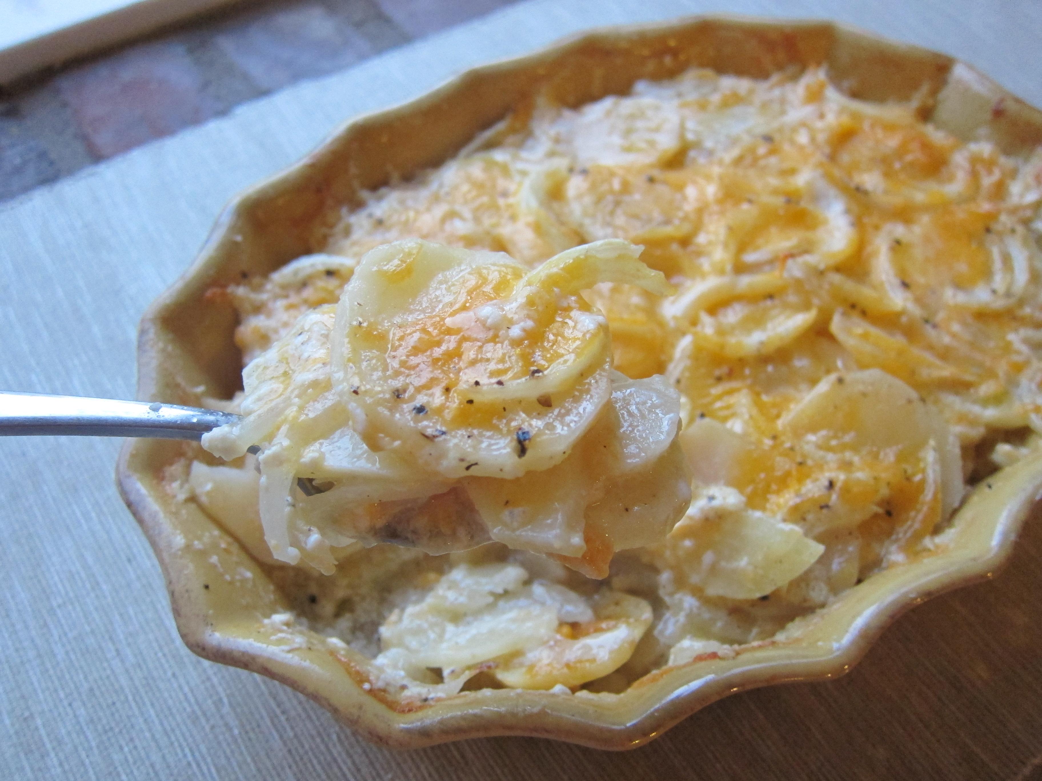 熱々ホクホクが美味しい♪ポテトグラタンのレシピをご紹介!のサムネイル画像
