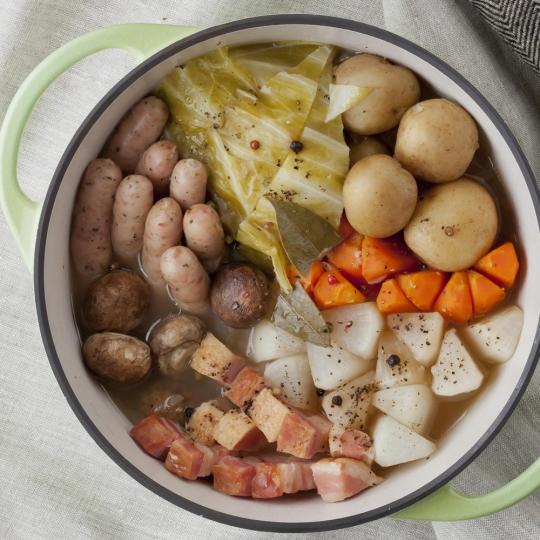 無水鍋を使って、うまみと栄養たっぷりの料理!おすすめレシピ集のサムネイル画像