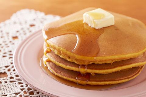 ふんわりしてて美味しい!ふわふわホットケーキの作り方をご紹介!のサムネイル画像