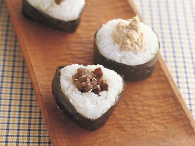 手軽で美味しい!みんな大好き人気のおにぎりレシピをご紹介します!のサムネイル画像