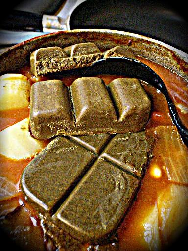 実は万能調味料だった!?市販のカレールーを使った簡単レシピ!のサムネイル画像