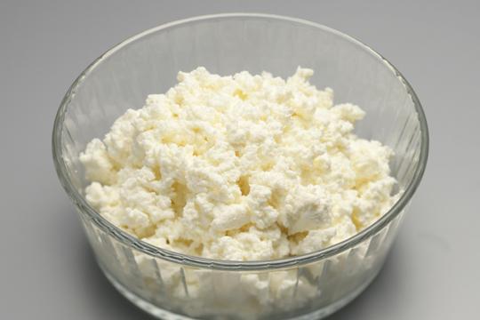 カッテージチーズを手作りしよう!簡単カッテージチーズの作り方のサムネイル画像