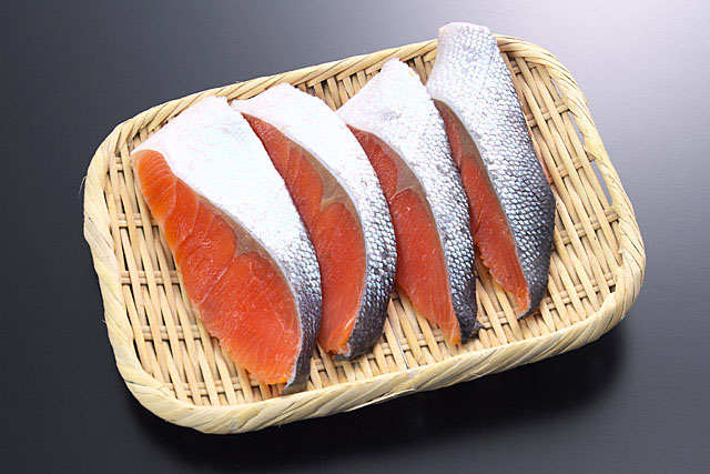 庶民の味方!おかずにもお弁当にも使える生鮭の人気レシピを紹介!のサムネイル画像