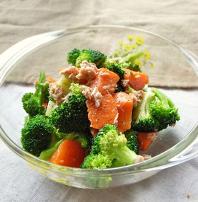 塩ゆでだけじゃない!ブロッコリーをおいしく食べられる人気レシピのサムネイル画像