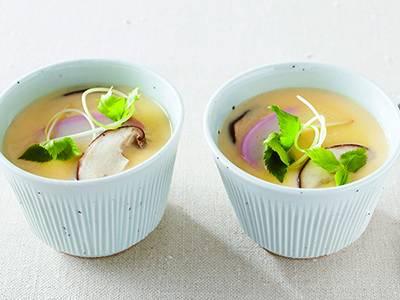 美しい!美味しい!そんな茶碗蒸しのレシピをご紹介します。のサムネイル画像