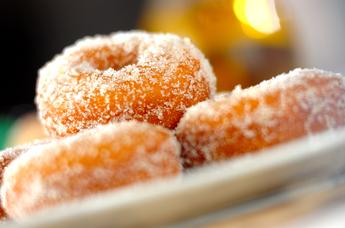 どこか懐かしい味!おすすめドーナツレシピ基本からアレンジまでのサムネイル画像