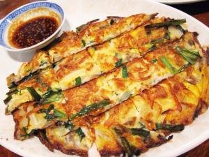 もちもち、カリカリの食感が美味しい韓国料理、チヂミのレシピ集のサムネイル画像