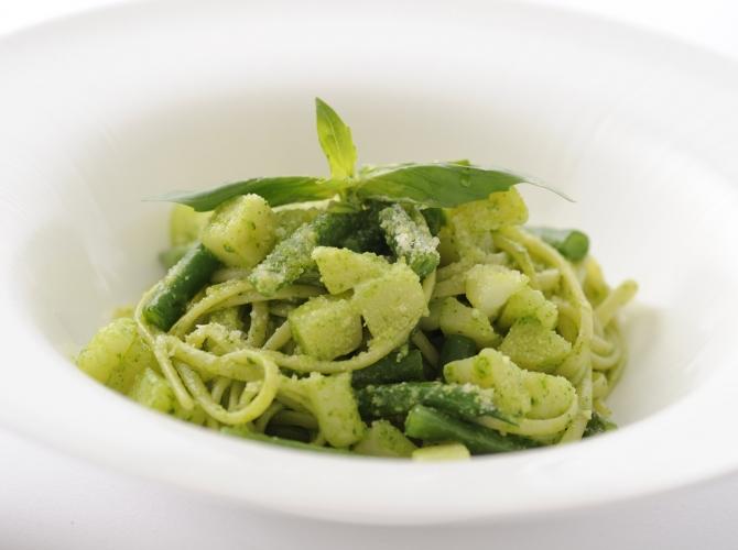 夏が旬のハーブ!緑鮮やかなバジルソースを使ったレシピまとめのサムネイル画像